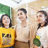 Tengok serunya ngobrol bareng Beauty Guru di Booth Avoskin Jakarta X Beauty 2019.