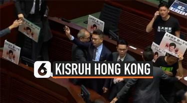Kericuhan terjadi di tengah sidang legislatif Hong Kong. Anggota legislatif pro demokrasi berteriak saat pemimpin Hong Kong Carrie Lam berpidato.