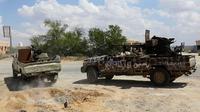 Pasukan dari Tentara Nasional Libya (LNA) pimpinan Jenderal Haftar meluncurkan serangan hampir dua pekan lalu untuk merebut Tripoli (AFP/Mahmud Turkia)