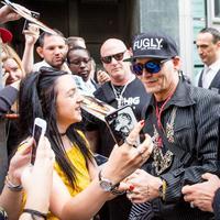 Foto Johnny Depp yang terlihat kurus sangat membuat para penggemarnya merasa khawatir. (Splash News/ E! News)