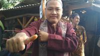 Warga di TPS Kampung Bendakerep dan TPS 26 di Kampung Lebakngok Kelurahan Argasunya Kecamatan Harjamukti Kota Cirebon menggunakan sari kunyit sebagai pengganti tinta untuk penanda telah mencoblos (Liputan6.com/Panji Prayitno)