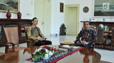 Presiden Joko Widodo atau Jokowi (kanan) bertemu dengan Ketua Kogasma Partai Demokrat Agus Harimurti Yudhoyono (AHY) di Istana Kepresidenan Bogor, Jawa Barat, Rabu (22/5/2019). Jokowi dan AHY bertemu untuk membahas kondisi politik pasca-Pemilu 2019. (Liputan6.com/HO/Setkab/Oji)