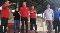 PSSI meninjau lapangan pendukung di venue Yogyakarta dan Solo menjelang Piala Dunia U-20 2021. (Bola.com/Vincentius Atmaja)