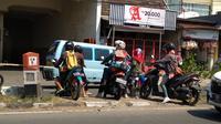 Pengendara potong median jalan di Cirebon