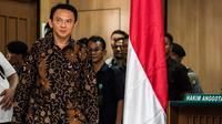 Basuki Tjahaja Purnama (Ahok) memasuki ruang sidang Pengadilan Negeri (PN) Jakarta Utara, Selasa (20/12). Sidang kedua Ahok mengagendakan jawaban Jaksa Penuntut Umum terhadap eksepsi yang disampaikan pada sidang pertama. (Liputan6.com/Pool/Agung Rajasa)