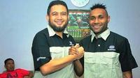 Striker PSM Makassar, Titus Bonai kini menjadi karyawan Bosowa Corporation. (Bola.com/Abdi Satria)