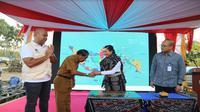 Menteri BUMN Rini Soemarno resmikan BTS tenaga surya untuk sistem telekomunikasi pulau terluar di Pulau Rote, NTT (Foto:Liputan6.com/Bawono Y)