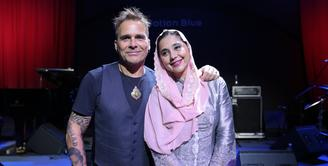 Ayu Azhari dan suaminya, Mike Tramp menggelar sebuah showcase dengan tema budaya Indonesia bertajuk Love Production Peduli Budaya. (Adrian Putra/Bintang.com)