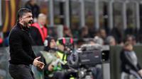 Ekspresi pelatih AC Milan, Gennaro Gattuso saat pertandingan antara AC Milan melawan Arsenal pada leg pertama 16 besar Liga Europa, di San Siro, Milan, Italia, Kamis (8/3). AC Milan takluk 0-2 dari Arsenal. (AP Photo/Luca Bruno)