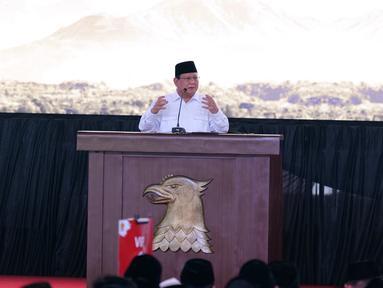 Ketua umum Partai Grindra Prabowo Subianto memberikan pidato politik pada acara Rapimnas dan Apel Kader Partai Gerindra di Hambalang, Kabupaten Bogor, Jawa Barat, Rabu (16/10/2019). Ada empat agenda yang  dilaksanakan dalam Rapimnas tersebut. (Liputan6.com/Herman Zakharia)