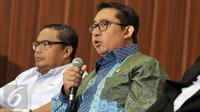 """Fadli Zon (kanan) saat diskusi bertajuk """"DPR Lari Kencang Capai Target Legislasi, Pemerintah: 'Slow laa', Ada Apa?"""" di Senayan, Jakarta, Kamis (31/3). Fadli Zon menanggapi Jokowi yang ingin DPR menghasilkan UU sedikit saja. (Liputan6.com/Johan Tallo)"""