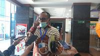 Wabup Tana Toraja, Victor memberikan keterangan pers usai menjalani pemeriksaan di Kejati Sulsel (Liputan6.com/ Eka Hakim)