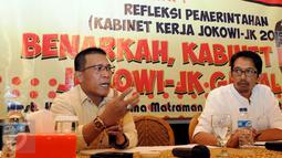 """Politikus PDI Perjuangan Masinton Pasaribu (kiri) saat berbicara saat acara diskusi bertajuk """"Benarkah Kabinet Kerja Jokowi-JK Gagal?"""" di Jakarta, Kamis (24/12). Acara ini digelar oleh Centre for Local Goverment Reform . (Liputan6.com/Helmi Afandi)"""