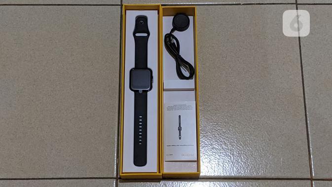 Isi boks Realme Watch. (Liputan6.com/ Yuslianson)