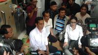 """""""Akan lebih baik jika bisa saling membantu teman yang sedang susah seperti ini. Agar kerja, upah dan hidup layak terwujud,"""" kata Jokowi."""