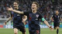 Gelandang Kroasia, Luka Modric, merayakan gol yang dicetaknya ke gawang Argentina pada laga grup D Piala Dunia di Stadion Nizhny Novgorod, Nizhny, Kamis (21/3/2018). Kroasia menang 3-0 atas Argentina. (AP/Ricardo Mazalan)