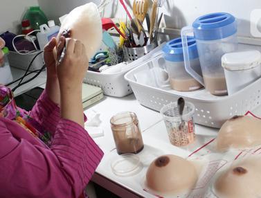 Melihat Pembuatan Payudara Prostetik untuk Penyintas Kanker