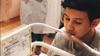 Jevin Julian dan anak pertamanya (Foto: Instagram)
