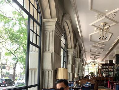 Fadel Islami adalah seorang Sarjana Ekonomi. Ia adalah anak ketiga dari pasangan Prof. Dr. Rakhmat dan Hendrawati Haning S.E. M.Si.(Liputan6.com/Instagram//fadelislami.rakhmat)