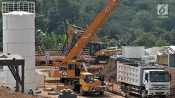 Aktivitas pekerja saat menyelesaikan pembangunan proyek kereta cepat Jakarta-Bandung di Desa Bunder, Jatiluhur, Purwakarta, Jawa Barat, Sabtu (30/3).  Proyek kereta cepat Jakarta-Bandung ditargetkan rampung pada 2021. (merdeka.com/Iqbal Nugroho)