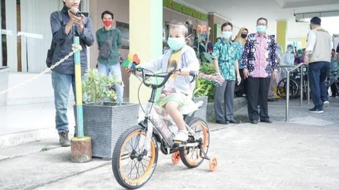 Hadiah Sepeda untuk Kakak Beradik Pasien Covid-19 Usai Dinyatakan Sembuh
