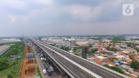 Foto Udara Tol Layang (Elevated) Jakarta-Cikampek (Japek) II di Tambun, Kabupaten Bekasi, Jawa Barat, Selasa (17/12/2019). Tol Layang Japek II mulai beroperasi untuk kendaraan golongan I tanpa tarif dengan minimum kecepatan 60 km dan Maksimum 80 km per jam (Liputan6.com/Zulfikar Abubakar)