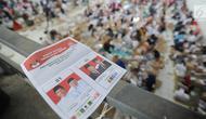 Surat suara untuk Pilpres 2019 yang akan dilipat di Gudang KPU, Cibinong, Bogor, Kamis (7/3). Libur Nyepi, dimanfaatkan 650 pekerja menyelesaikan tenggat waktu penyortiran dan pelipatan 17 juta surat suara Pemilu 2019. (merdeka.com/Arie Basuki)