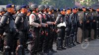Sejumlah personel Brimob berbaris di Mako Brimob. (Liputan6.com/Yoppy Renato)