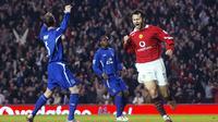 Legenda Manchester United, Ryan Giggs, yang bermain pada kurun waktu 1990-2014 berada di peringkat 8. (AFP Photo/Paul Ellis)