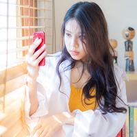Membuat profil di aplikasi kencan online./Copyright shutterstock.com/g/themorningglory
