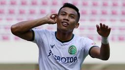 Ahmad Nufiandani pernah mengikuti pendidikan TNI di Rindam III Siliwangi, Bandung kala dirinya masih membela Arema FC. Kini, Nufiandani bermain untuk Persikabo 1973 dan berstatus sebagai anggota TNI AD. (Bola.com/M. Iqbal Ichsan)
