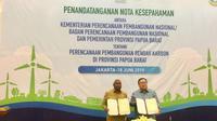 Penandatanganan MoU antara Bappenas dan Pemerintah Provinsi Papua Barat tentang perencanaan pembangunan rendah karbon di Papua Barat pada Selasa, 18 Juni 2019. (Foto: Liputan6.com/Ayu P)