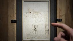 Gambar detail sketsa belakang karya Leonardo da Vinci yang dilelang di rumah lelang Tajan di Paris, Prancis (13/12). Sketsa lukisan itu ditemukan dalam portofolio seorang pensiunan dokter. (AFP/Philippe Lopez)