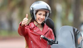 Sepeda motor jadi salah satu andalan masyarakat untuk menunjang aktivitas. Kini, wanita pun kerap menggunakan kuda besi tersebut untuk menerjang keseharian