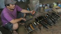 Pisau buatan Friyani yang diberi label AFW Knife kini sanggup menusuk dan menembus pasar internasional. (Liputan6.com/Achmad Sudarno)