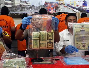 Polisi Ungkap Sindikat Pengedar Uang Asing Palsu Senilai Rp 300 Miliar