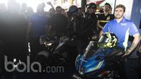 Pebalap MotoGP dari Suzuki Ecstar, Andrea Iannone, menghadiri peluncuran motor Suzuki GSX-R150 dan GSX-S150 di Cilandak Town Square, Jakarta, Sabtu (18/2/2017). (Bola.com/Vitalis Yogi Trisna)