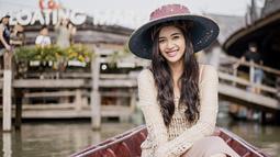 Usai sukses sebagai Puteri Indonesia 2014 silam, Elvira pun melanjutkan karirnya di dunia hiburan.  Di tengah kesibukannya, Elvira pun berkunjung ke Pattaya Floating Market, Thailand (Liputan6.com/IG/elviraelph)