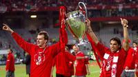 Dietmar Hamann bersama Milan Baros saat membawa Liverpool menjuarai Liga Champions pada 2005. (ESPN)