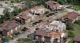 Pandangan udara memperlihatkan kerusakan akibat tornado yang terjadi di Jefferson City, Missouri, AS, Kamis (23/5/2019). Tiga orang tewas akibat tornado yang menyapu Missouri sehari sebelumnya. (AP Photo/Jeff Roberson)