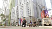 Atlet Asian Para Games berkeliling Wisma Atlet, Kemayoran, Jakarta, Rabu (03/10/2018). Menjelang sore hari, para atlet melakukan berbagai aktifitas mulai dari berolahraga, memotret, bermain biliar hingga keliling wisma. (Bola.com/M Iqbal Ichsan)