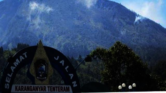 Puncak Gunung Lawu Terbakar Jalur Pendakian Cemoro Sewu Ditutup Regional Liputan6 Com