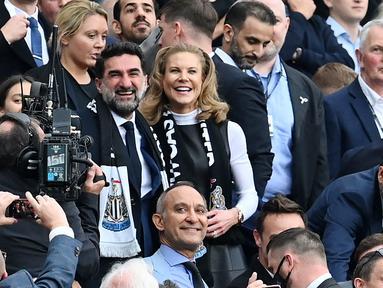 Pengusaha minyak Arab Saudi yang sekaligus menjadi bos baru Newcastle United, Yasir Al-Rumayyan, harus gigit jari usai menyaksikan langsung klub yang baru dipimpinnya itu menelan kekalahan dari Tottenham Hotspur pada laga Liga Inggris. (AFP/Paul Ellis)
