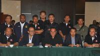 Letjen TNI Edy Rahmayadi didukung Asprov PSSI Jatim untuk menjadi Ketum PSSI. (Bola.com/Iwan Setiawan)