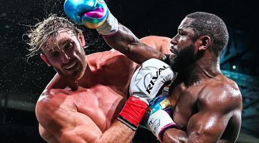 Pertandingan Floyd Mayweather Jr. melawan Logan Paul banyak dinantikan pecinta tinju dunia. Pertarungan ini dihelat di Miami, Amerika Serikat, Senin (07/06/2021) pagi WIB. Sayangnya tidak ada pemenang di salah satu kubu. (Foto: AFP/Chandan Khanna)