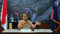 Kepala Pusat Data dan Informasi BNPB Sutopo Purwo Nugroho memberikan pemaparan terkait banjir bandang di Sentani, Jayapura di kantornya, Jakarta, Minggu (17/3). BNPB mencatat korban meninggal sudah mencapai 58 orang. (Liputan6.com/Angga Yuniar)