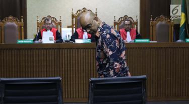Kurnia Alexander Muskitta saat menjalani sidang pembacaan dakwaan di Pengadilan Tipikor, Jakarta, Rabu (14/8/2019). Kurnia Alexander Muskitta didakwa menjadi perantara suap mantan Direktur Produksi dan Teknologi Krakatau Steel, Wisnu Kuncoro. (Liputan6.com/Helmi Fithriansyah)