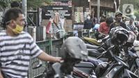 Sejumlah warga saat beralih menjadi tukang ojek akibat berhenti kerja di Jakarta, Kamis (12/11/2020). Dari jumlah tersebut, DKI Jakarta mendominasi dengan jumlah 10,9t persen dari total keseluruhan pengangguran di Indonesia. (merdeka.com/Iqbal S. Nugroho)
