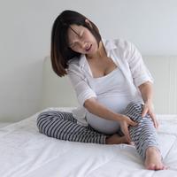 Kram kaki saat hamil./Copyright shutterstock.com
