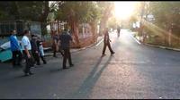 Wakil Presiden terpilih Ma'ruf Amin mengawali hari dengan berolahraga di sekitaran kompleks tempat tinggalnya di Jalan Situbondo, Menteng, Jakarta Pusat, Minggu (20/10/2019) pagi. (Merdeka.com/Muhammad Genantan Saputra)